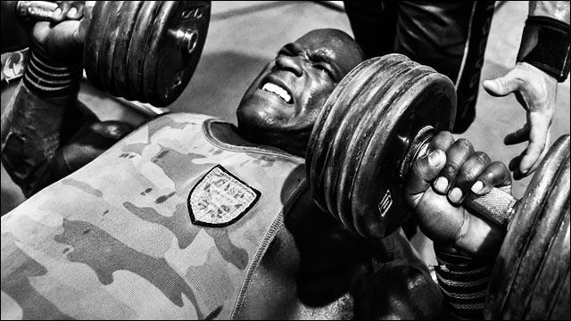 Жим гантелей лежа на полу техника выполнения какие мышцы работают