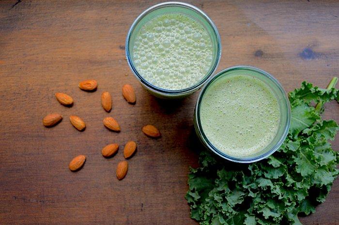 Дынно-капустный смузи с миндалем
