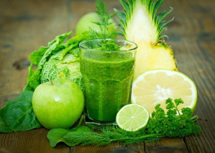 Смузи из фруктов и овощей с зеленым чаем