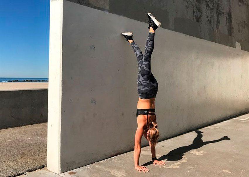 Упражнения у стены для развития баланса