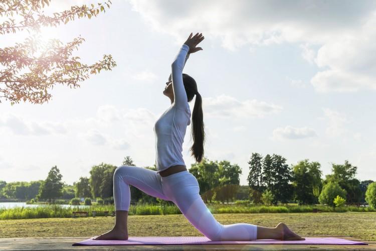 Лучшие упражнения из йоги для ног и ягодиц