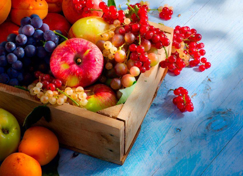 Сладкие фрукты и ягоды