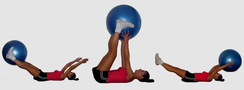 Упражнение с фитболом для пресса