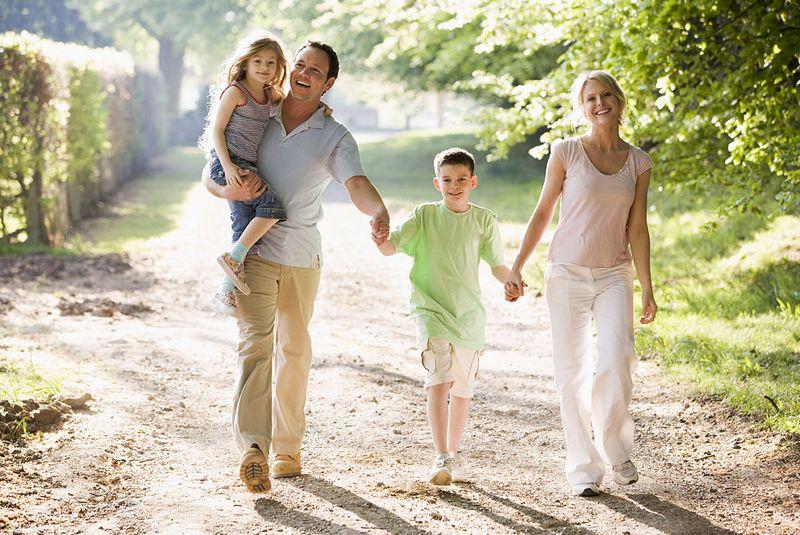 Совершать ежедневно получасовые пешие прогулки